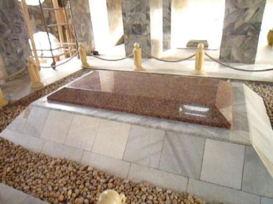 kwame-nkrumah-s-tomb